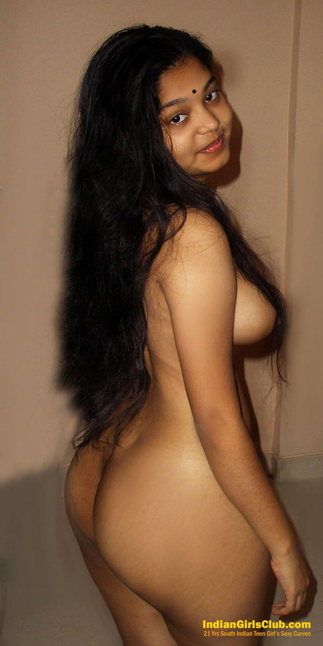 Nude girl on scooters