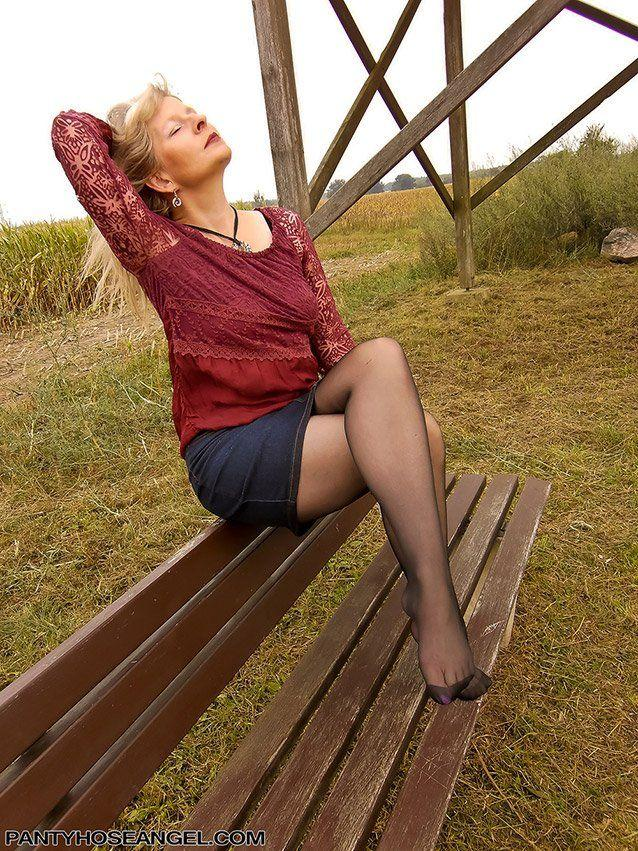 natural-into-pantyhose-porn-links-outdoor