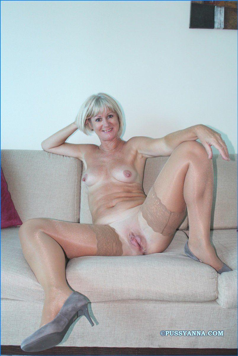 Mature women shaved pussy
