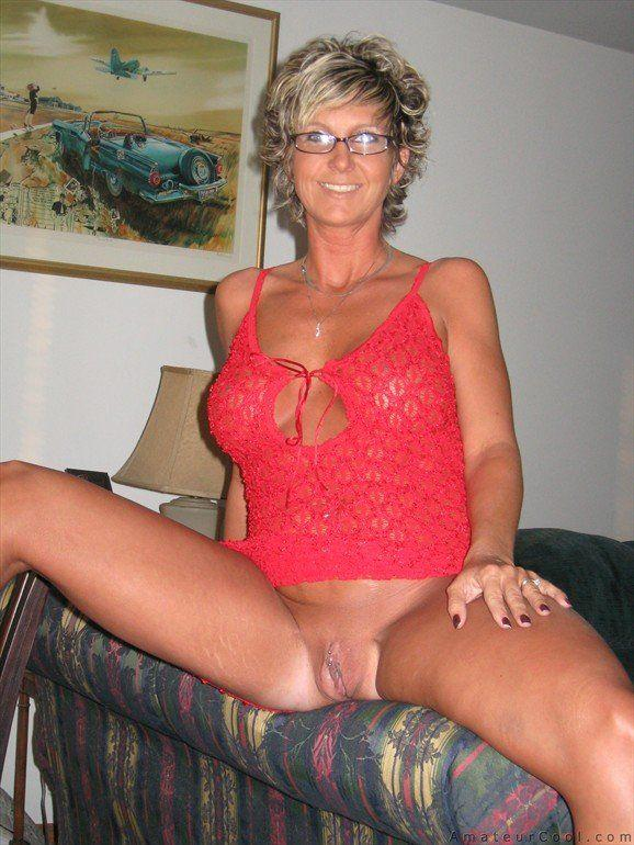 mature topless Amateur housewife