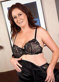 Graceful mom free porn galleries of the hottest mature
