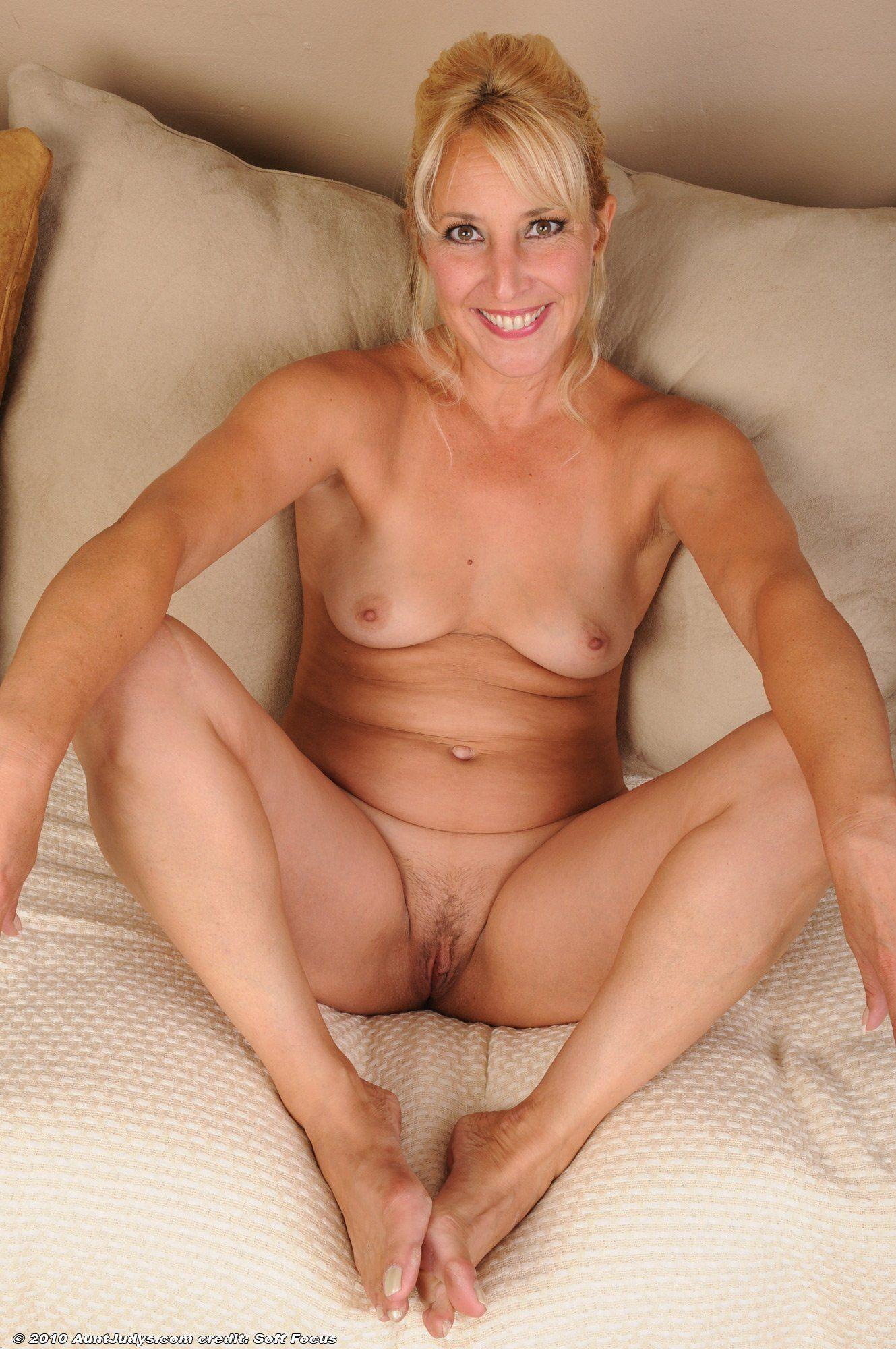 Photo mature small pussy
