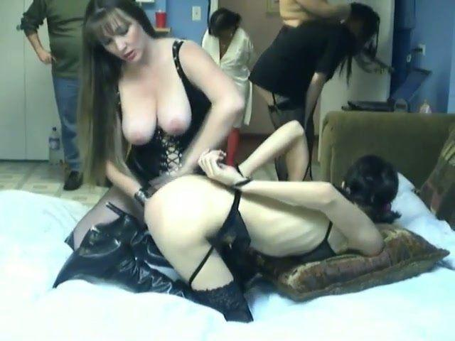 Goth lesbian babe fucked with a strap on