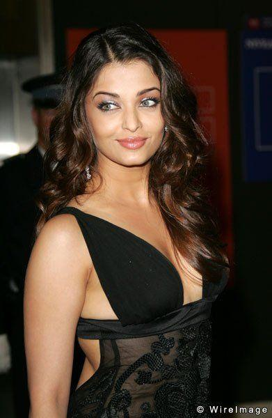 Aishwarya rai hot boob show confirm. And