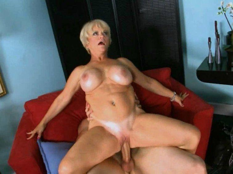 Older amateur housewives