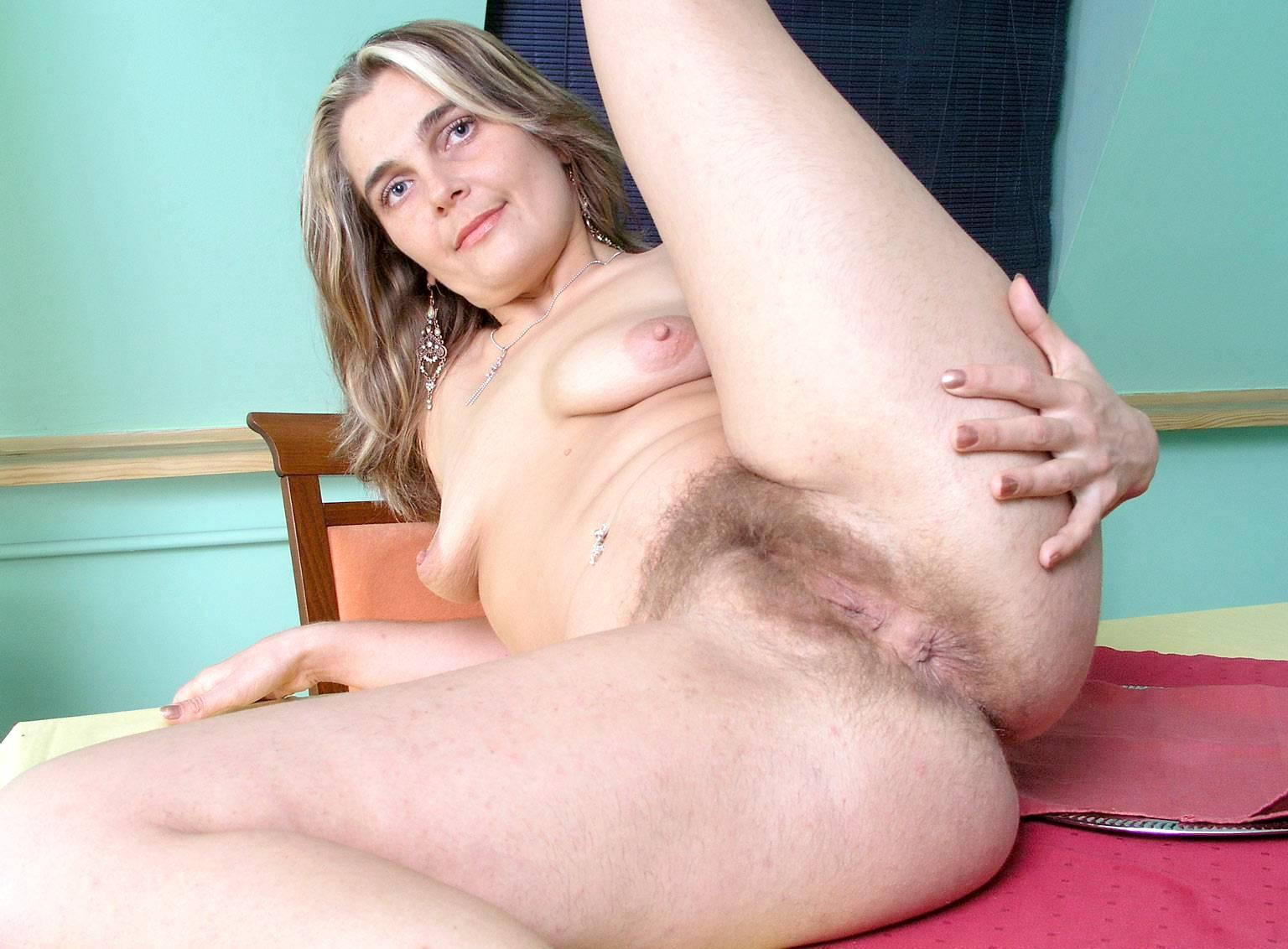 Mature mamas hairy pussy