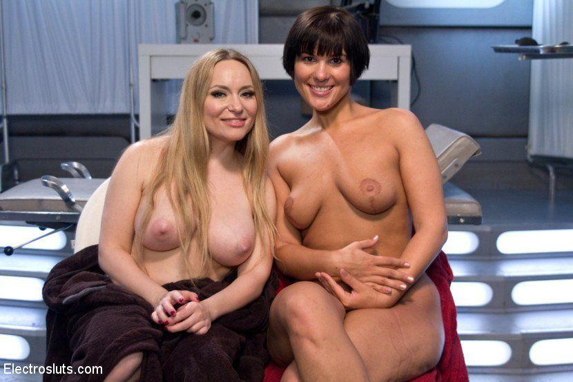 Naked milf therapist