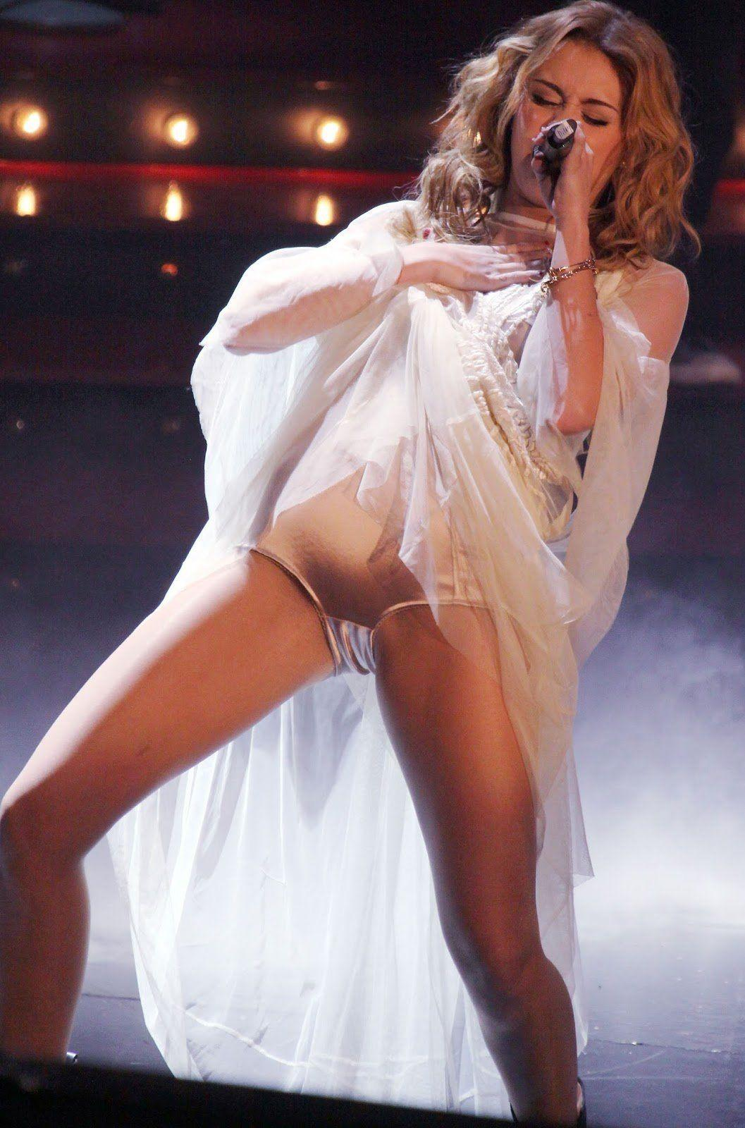 With no upskirt underwear miley