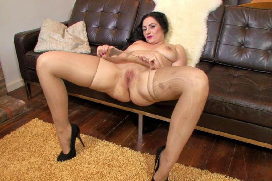 Scottish Milf  Hair Peels Off Her Tights And Pounds Herself 1