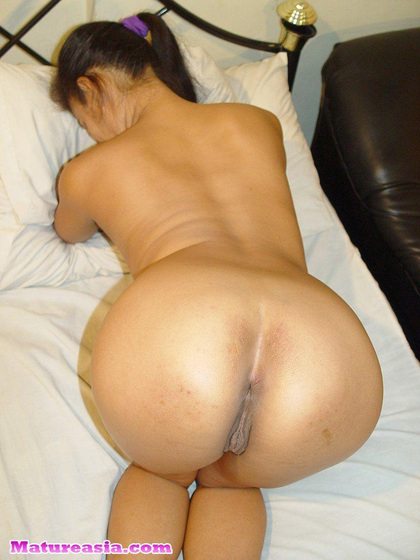 Milf with incredible ass!