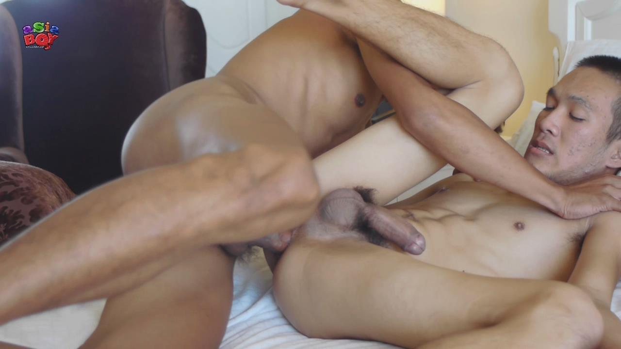Sex 9 hot guys doing yoga