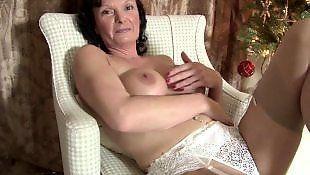 mature granny masturbating