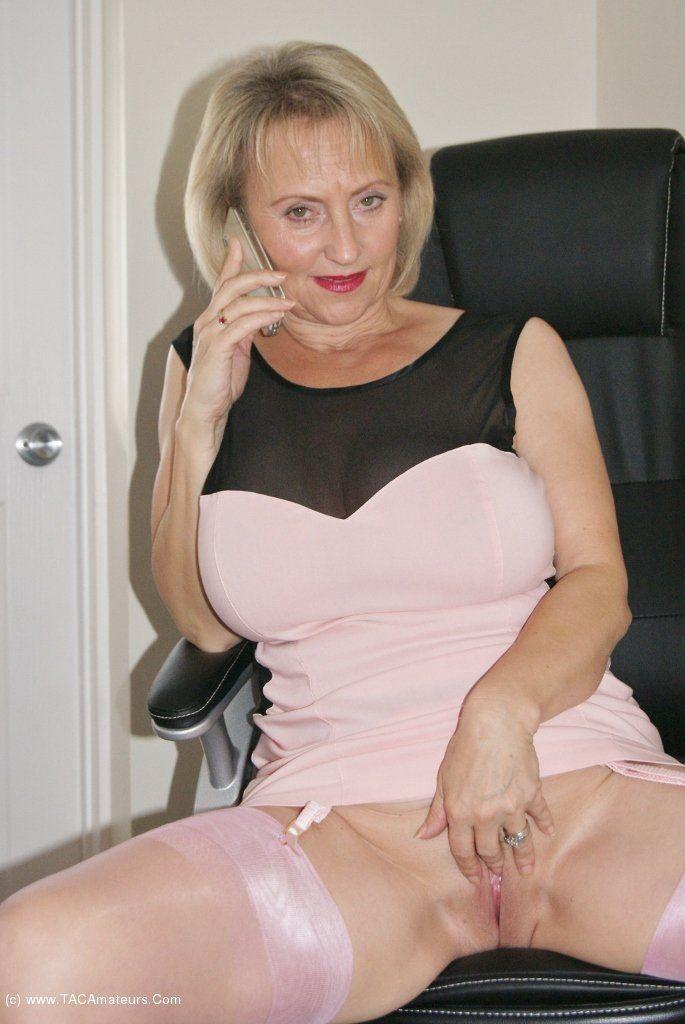 Sexy mature slut pics